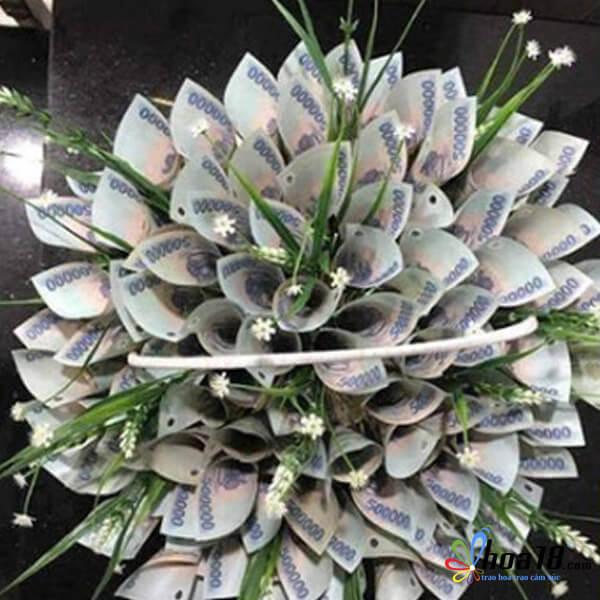 Ảnh sinh nhật tiền bằng bó hoa độc
