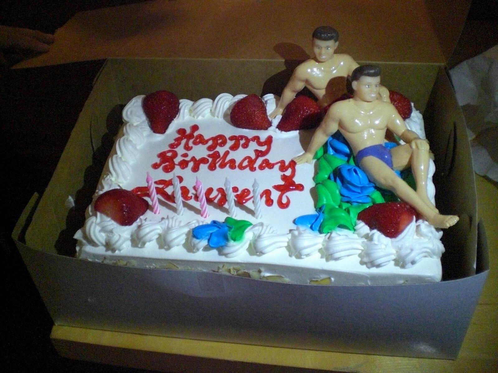 Bánh sinh nhật hài hước cho các chàng trai màu tím