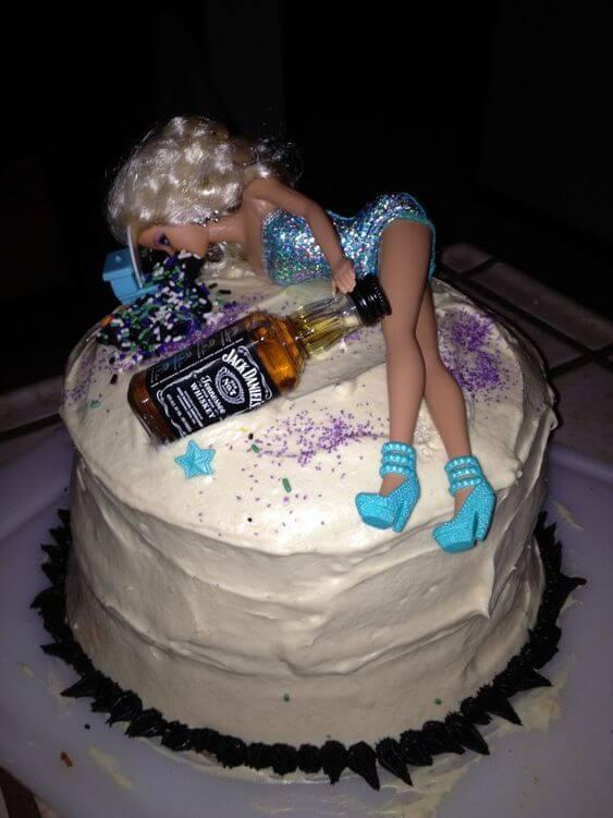 Bánh sinh nhật vui nhộn cho dân nhậu