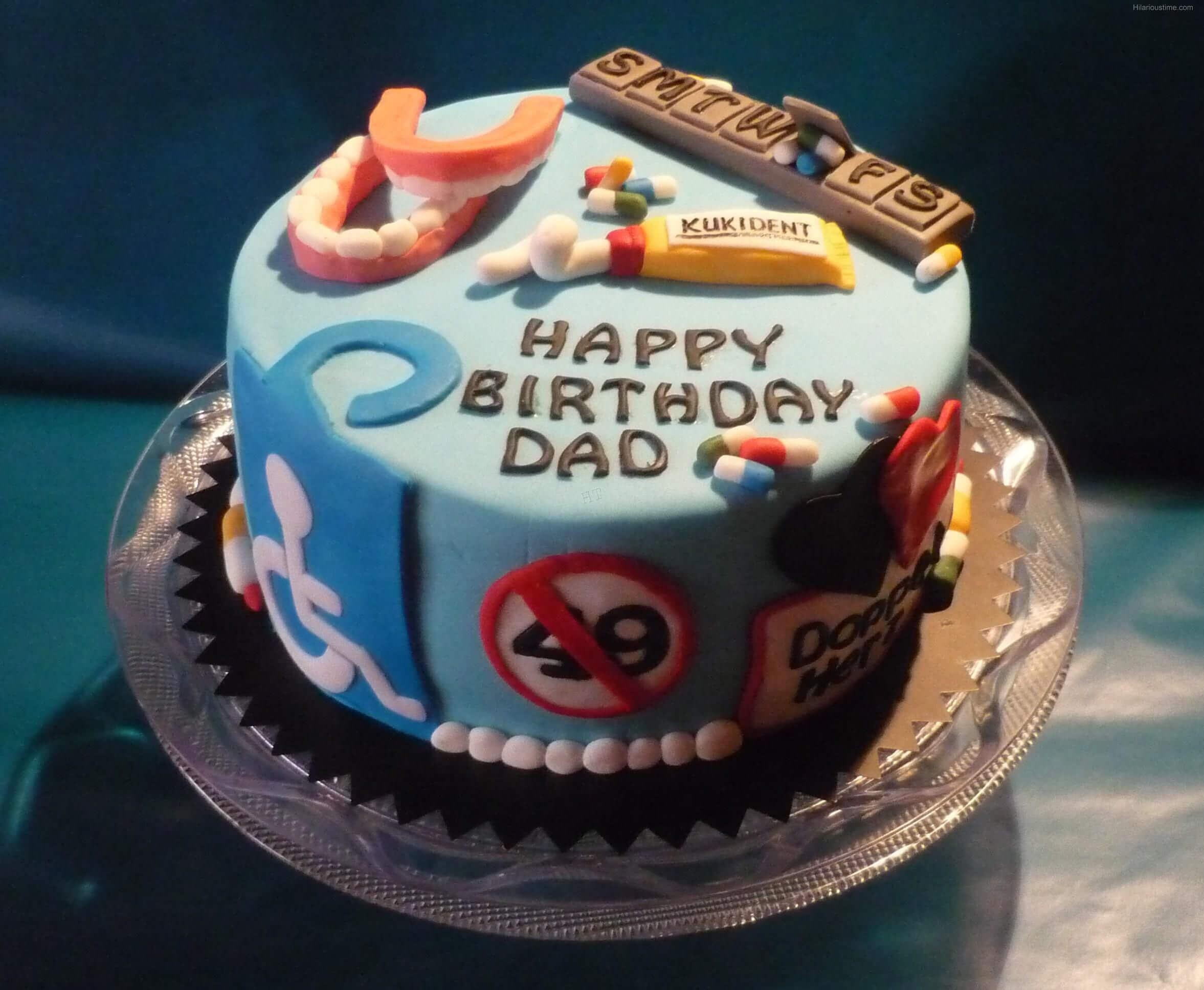 Chiếc bánh sinh nhật hài hước cho người cha tuổi 50