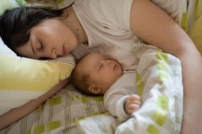 15 câu chuyện ngắn hay dành cho mẹ kể cho bé mỗi đêm khi ngủ