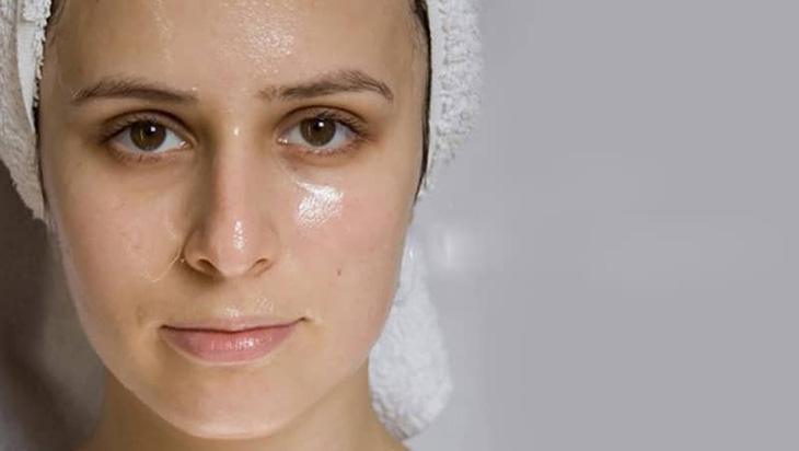 Chăm sóc da nhờn cho phụ nữ sau khi sinh