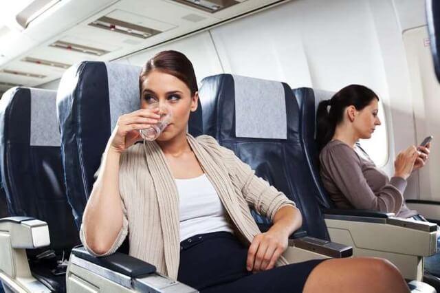 Các loại nước phục vụ trên máy bay