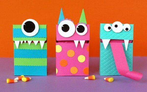 Gói quà sinh nhật với hình dáng hộp quà hài hước