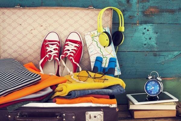 Muốn vali không có mùi, hãy đặt 2 tờ giấy thơm vào đáy vali