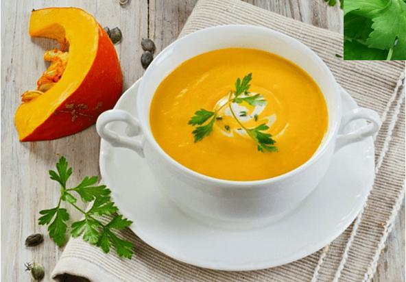Thực đơn súp bí đỏ với hành tây cho bé ăn dặm
