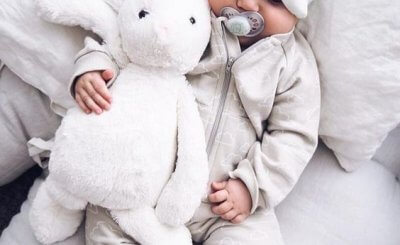 Trẻ sơ sinh ngủ nhiều có tốt không và 2 kiến thức cơ bản ba mẹ cần biết