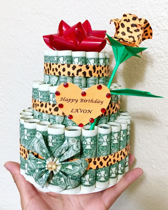 Hình happy birthday bằng bánh sinh nhật tiền