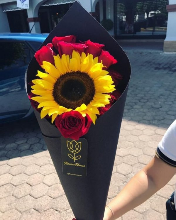 Tải hoa mừng sinh nhật - Hoa hướng dương cùng hoa hồng