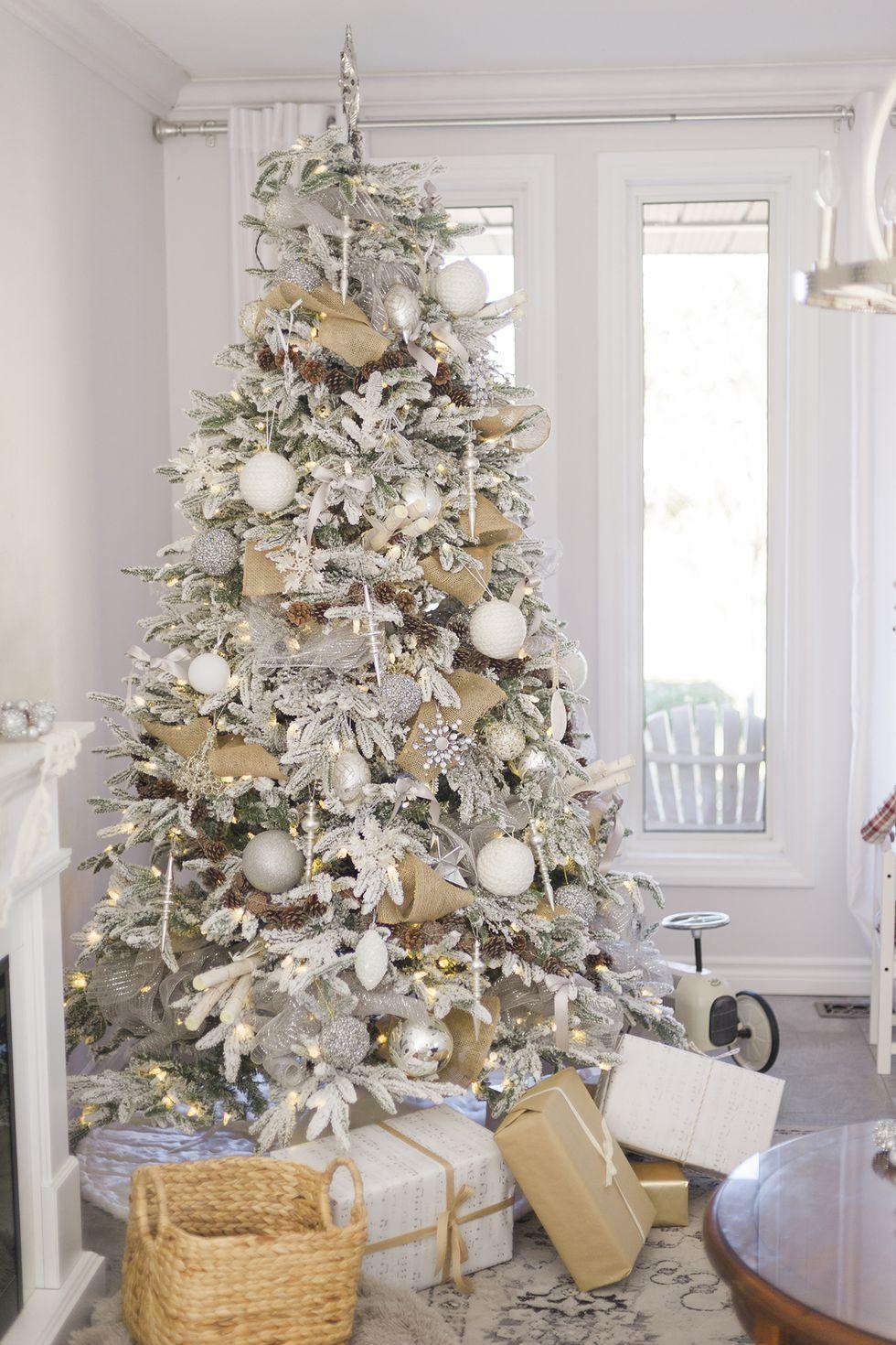 Trang trí cây thông noel màu trắng