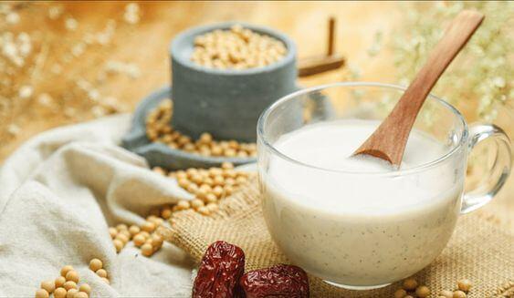 Các loại đậu như đậu xanh, đậu đen, đậu nành đều chứa nhiều protein phong phú