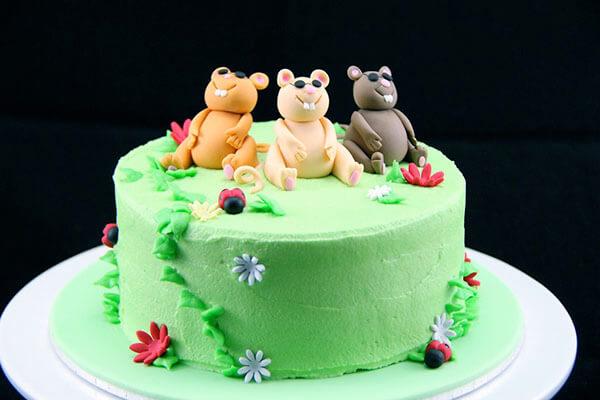 Hình ảnh bánh sinh nhật con chuột hài hước
