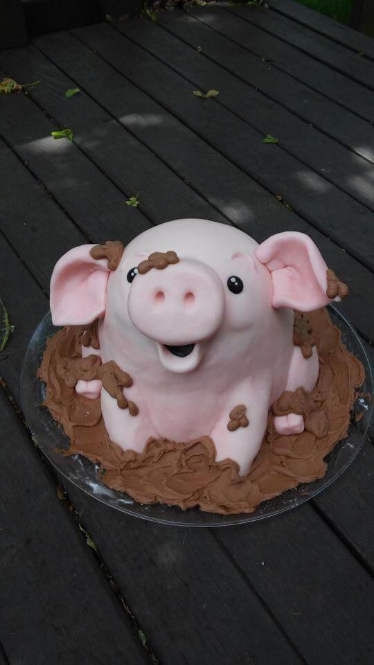 Bánh kem sinh nhật heo con dễ thương
