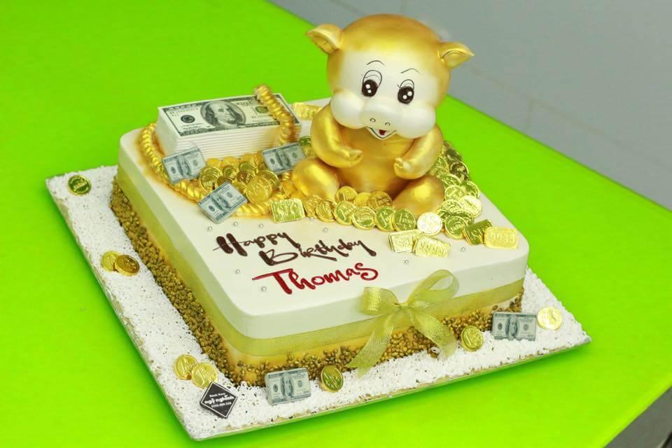 Bánh sinh nhật con heo vàng mang lại nhiều may mắn cho người nhận