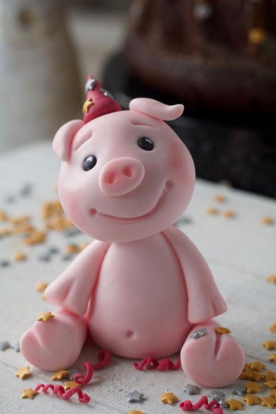 Bánh sinh nhật với hình ảnh heo dễ thương
