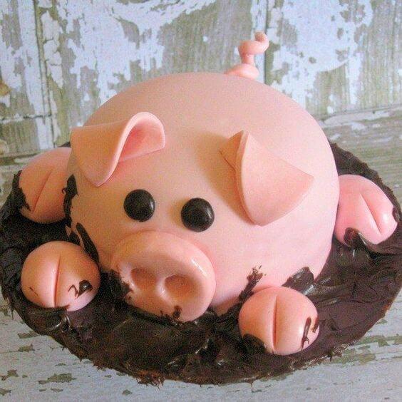 Hình ảnh con heo dễ thương trên chiếc bánh kem