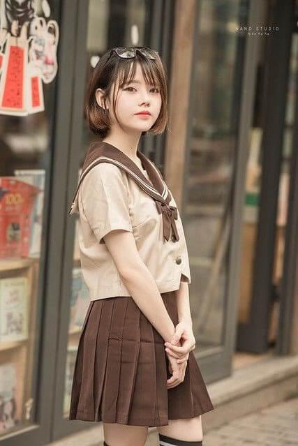 Hình ảnh một cô em nữ sinh xinh đẹp trong bộ đồng phục học sinh rất nổi tiếng của Nhật Bản