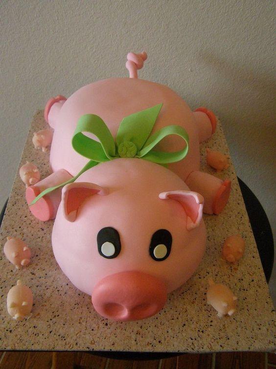 Hình sinh nhật con heo được làm bằng bánh kem