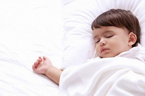 Những triệu chứng trẻ em ra nhiều mồ hôi