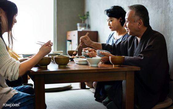 Phương pháp giảm cân của người Nhật - Nhai kỹ trước khi ăn