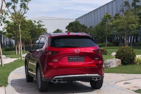 Đuôi xe Mazda CX-5 được bố trí hài hòa đẹp mắt