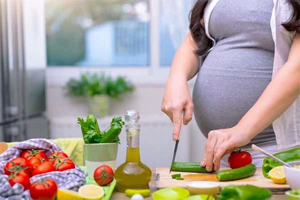 Bà bầu bị cao huyết áp nên ăn gì?