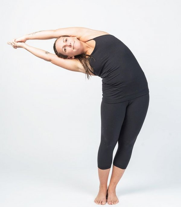 Hướng dẫn bài tập yoga bán nguyệt