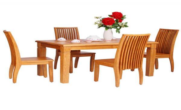 Bàn ghế gỗ là sự lựa chọn hoàn hảo cho không gian của quán ăn