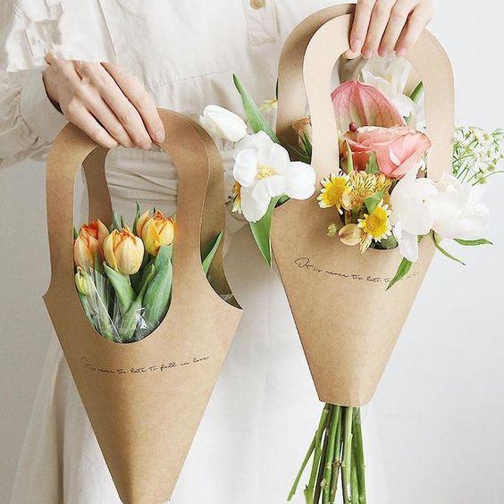 Sử dụng giấy Kraft làm giỏ hoa vô ấn tượng