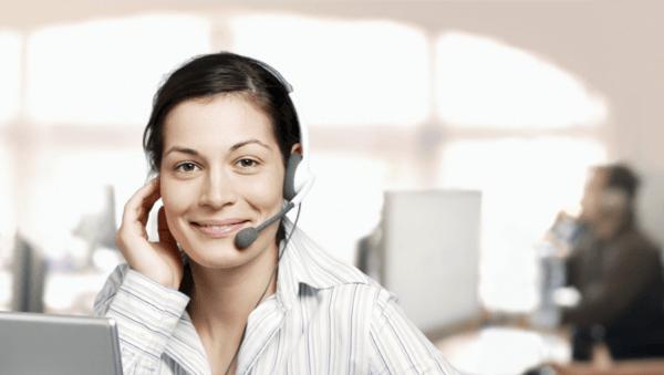 Nhân viên tư vấn nhiệt tình hỗ trợ khách hàng lựa chọn sản phẩm phù hợp