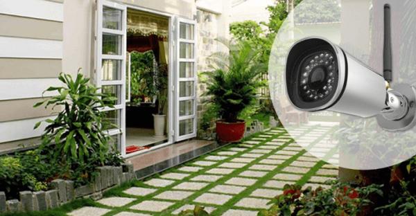 Đặt camera an ninh tại vị trí cửa sau của ngôi nhà