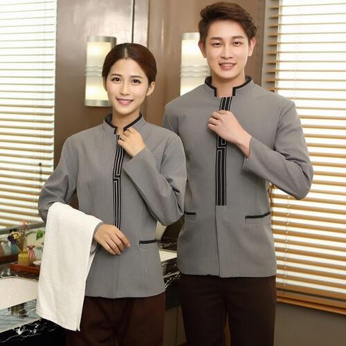 Đồng phục chuyên nghiệp và sạch sẽ cho nhân viên buồng phòng