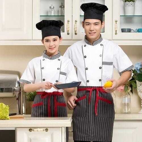 Đồng phục nhân viên bếp sạch sẽ