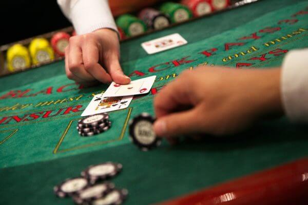 Hướng dẫn cách chơi bài blackjack mới nhất