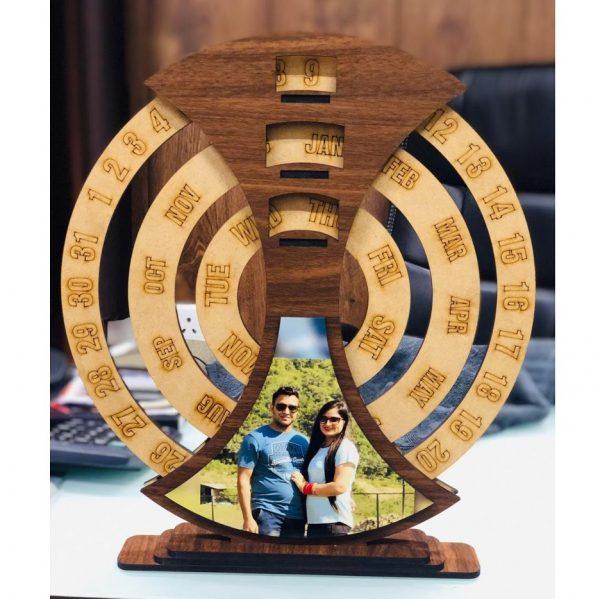 Lịch gỗ được thiết kế theo dạng khung ảnh độc đáo