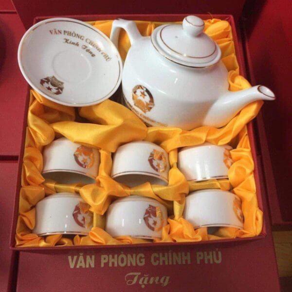 Tặng bộ ấm trà vào dịp tết