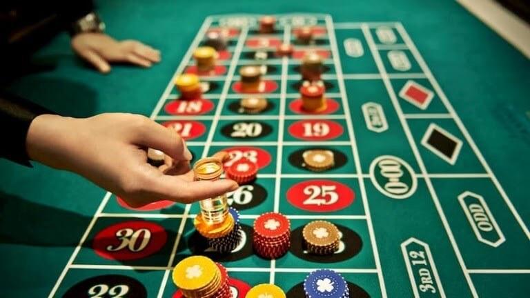 Lựa chọn vào tiền cho ván bài lớn hay ván bài nhỏ sẽ an toàn cho dòng tiền
